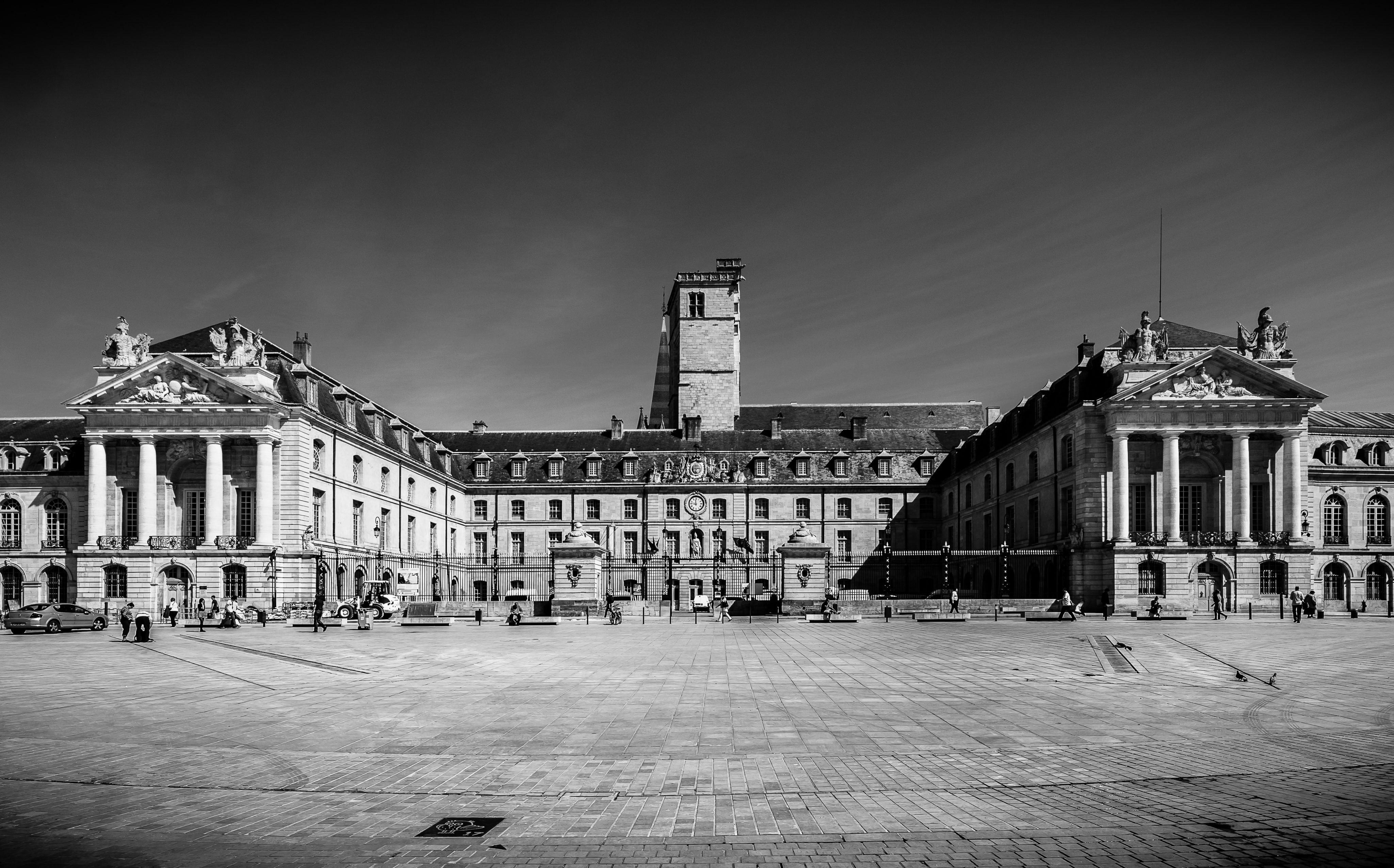 La place de la Lib' (Dijon), témoin de l'Histoire