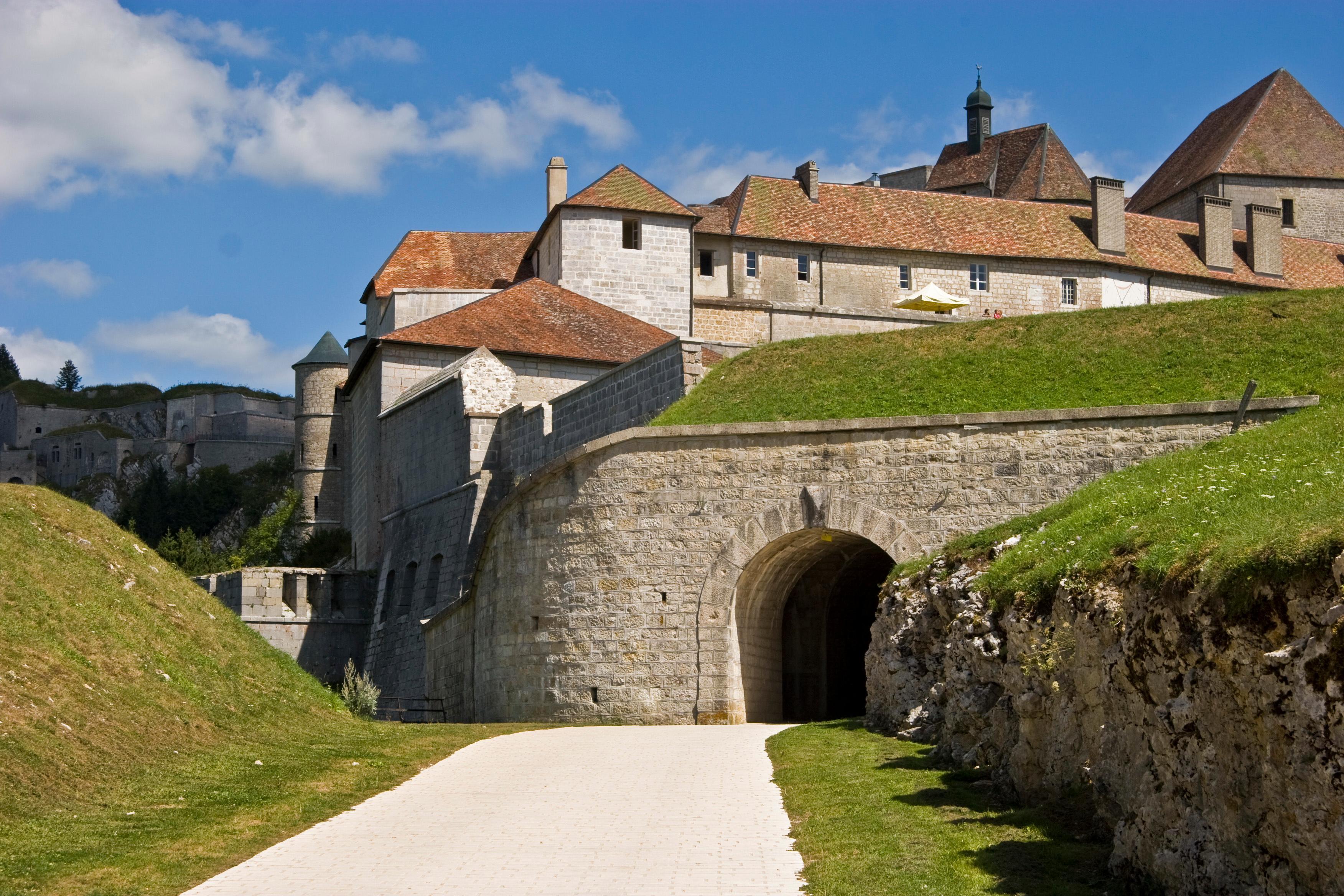 Si Doubs, si proche: le château de Joux