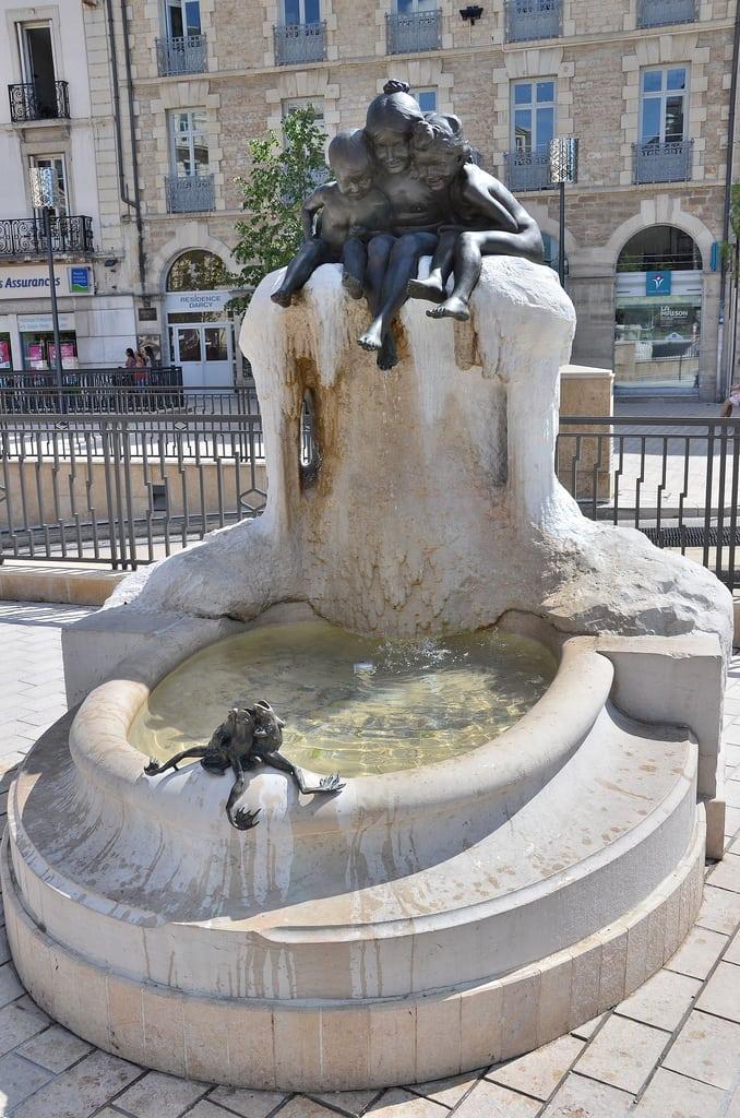 Fontaine aux grenouilles for La fontaine aux cuisines