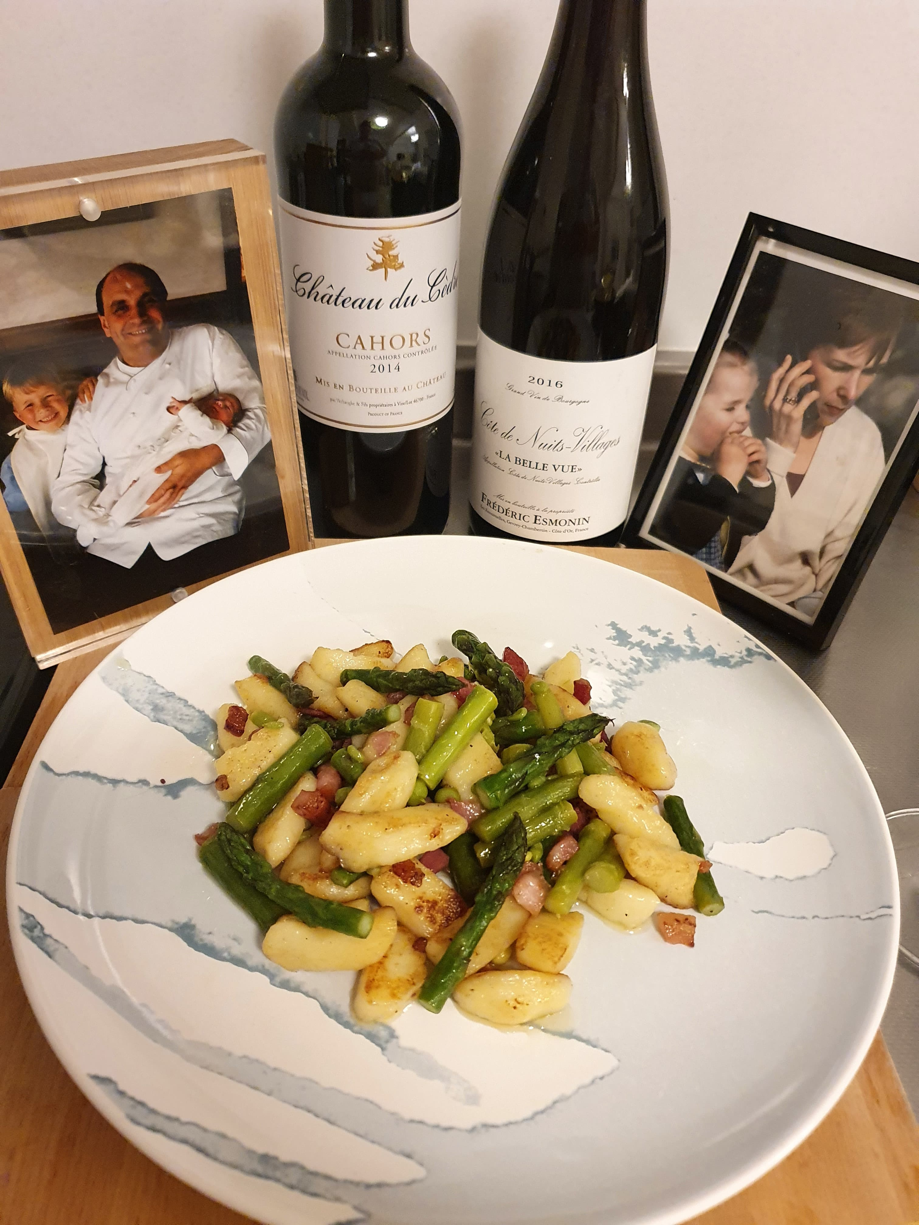 La recette de Blanche Loiseau : gnocchis maison à la pancetta et asperges poêlées