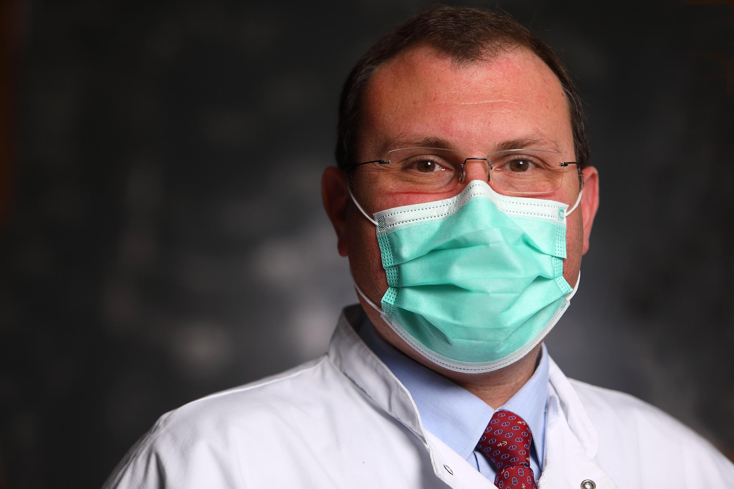 Héros ordinaires #8 – Pr. Alexis de Rougemont, chef du laboratoire de virologie du CHU Dijon