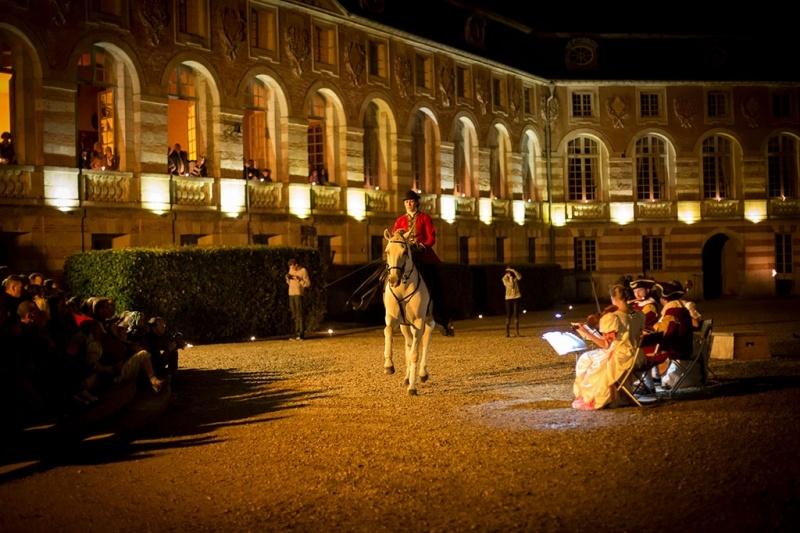 Privé de spectacle, le Château de Saint-Fargeau mise sur ses visites nocturnes