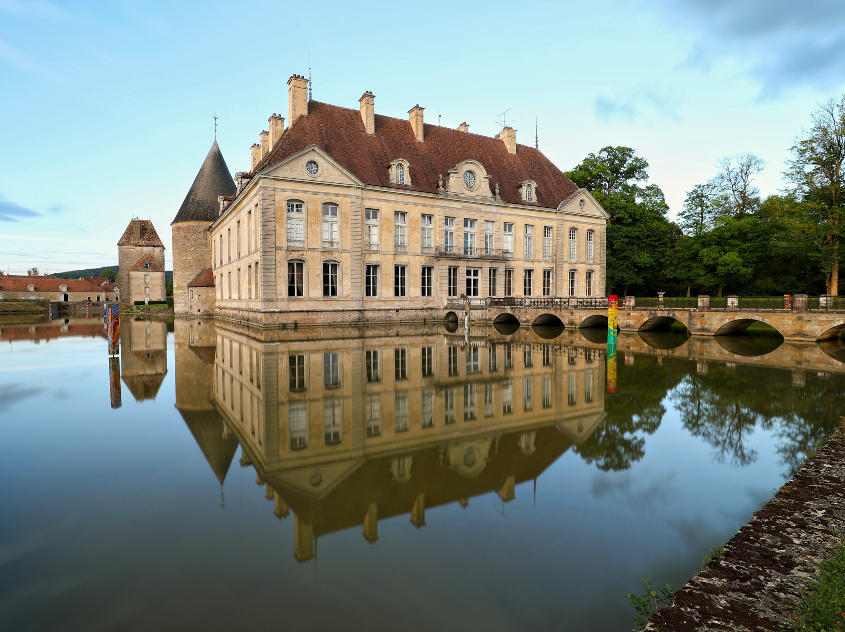 Pique-nique, musique, expo : le château de Commarin s'anime tout l'été