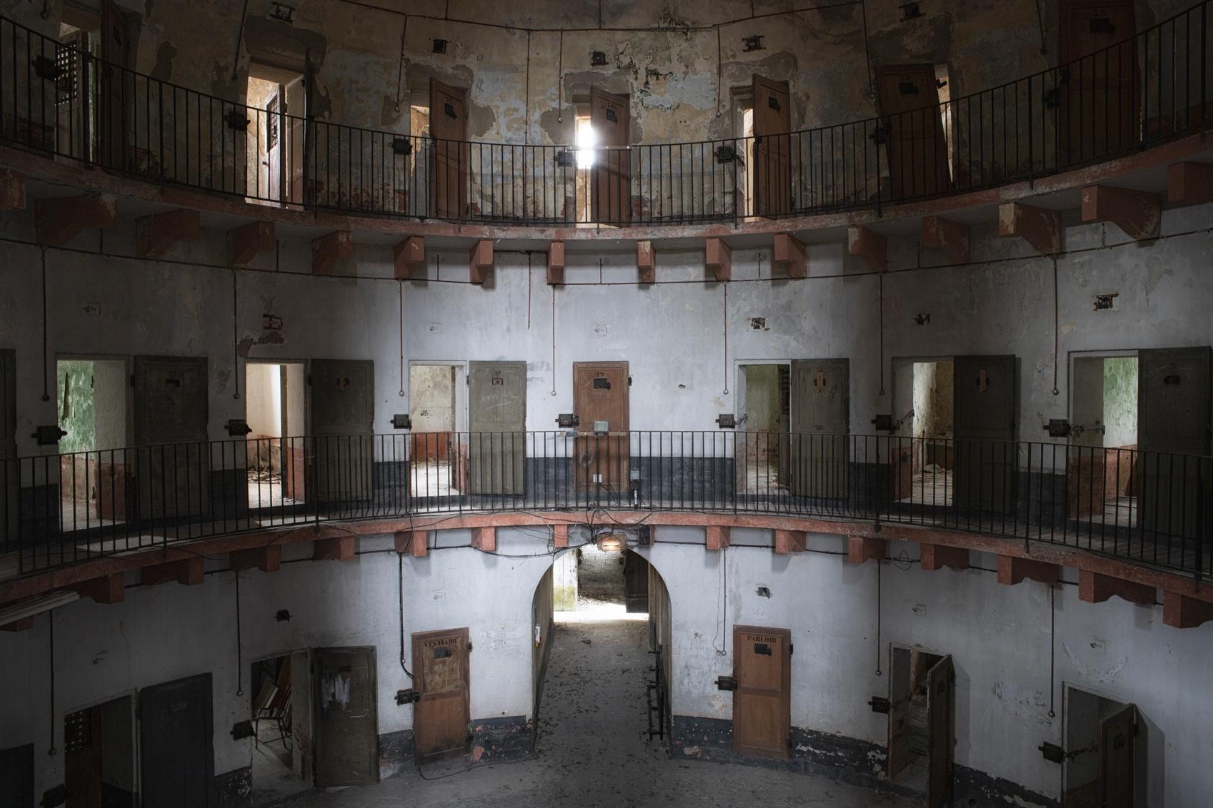 Art Autun 2020 : l'art contemporain belge prend ses quartiers en prison et au musée