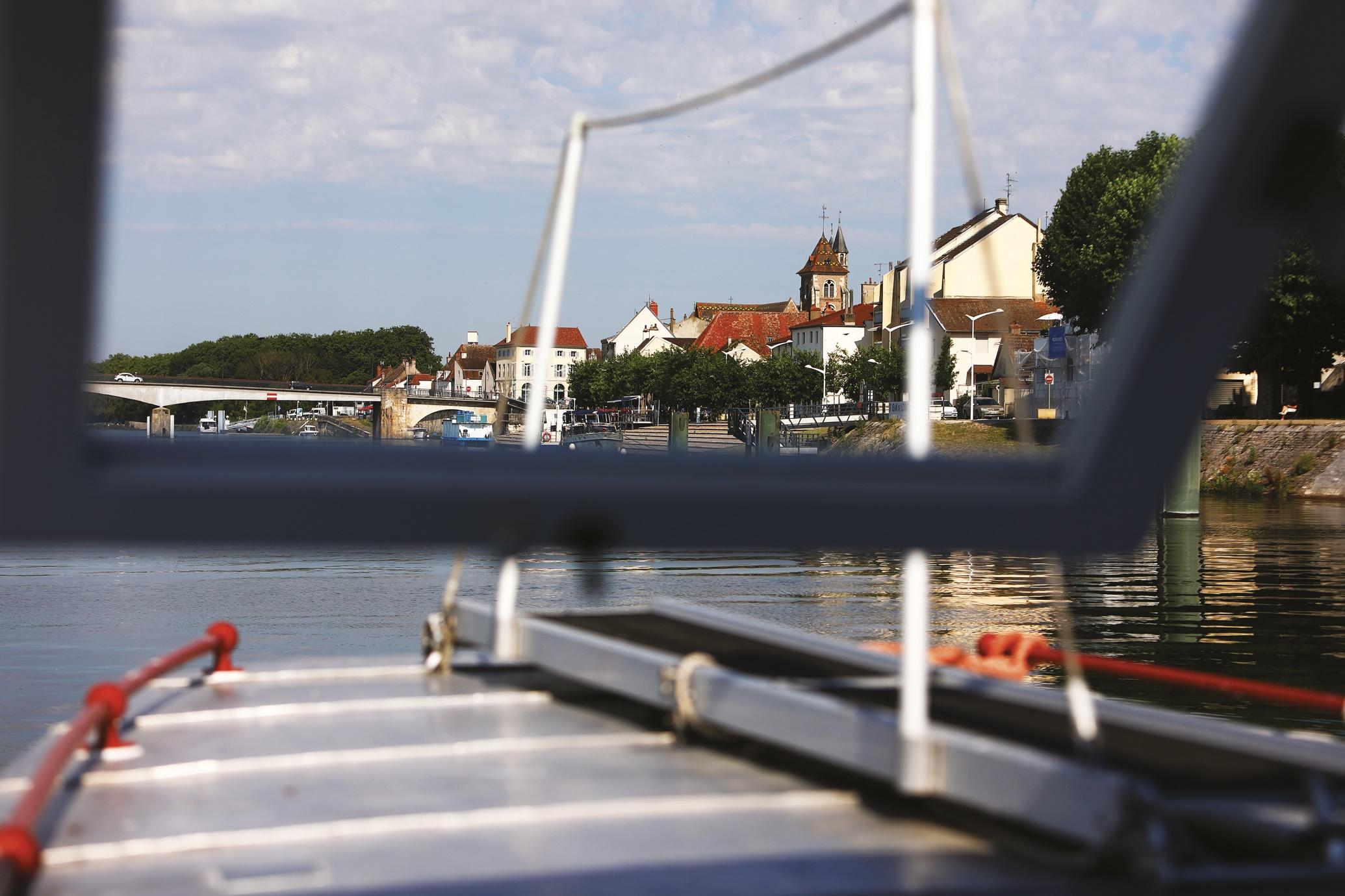 Dans les eaux de Saint-Jean-de-Losne : ville record et capitale des croisières