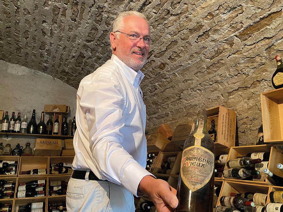 Benoit Charbonnaud, dénicheur de vieux millésimes et faiseur de rhum bourguignon