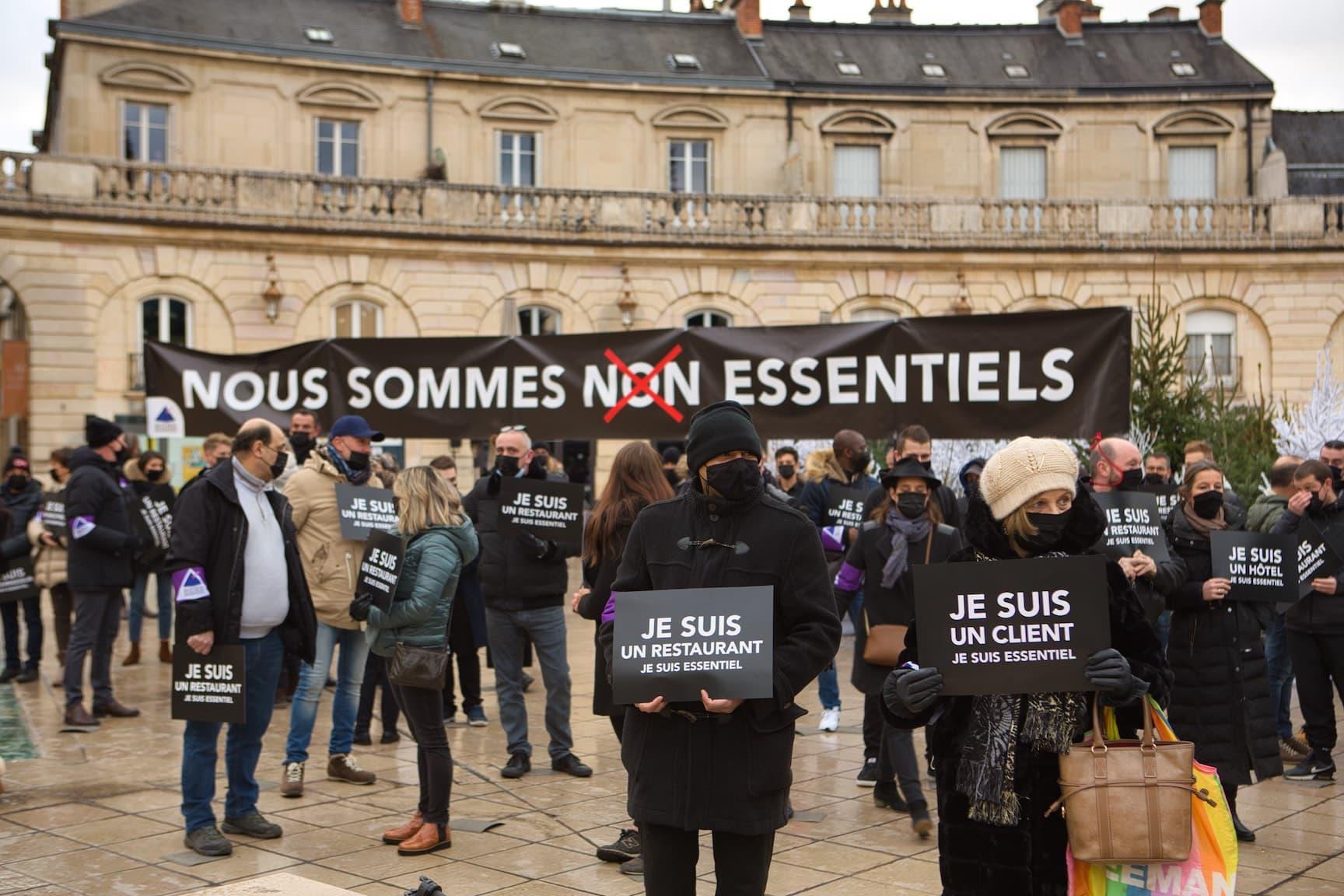 Dijon : manifestation funèbre des restaurateurs et hôteliers