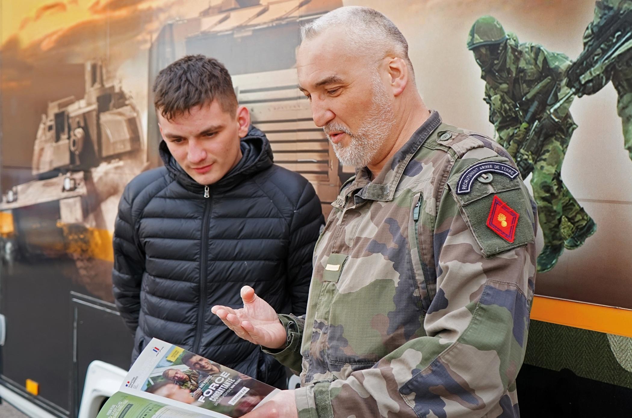 Armée de Terre : à la caserne Vaillant de Dijon, on recrute et on forme